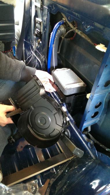HZJ78 - Ausbau der hinteren Heizung
