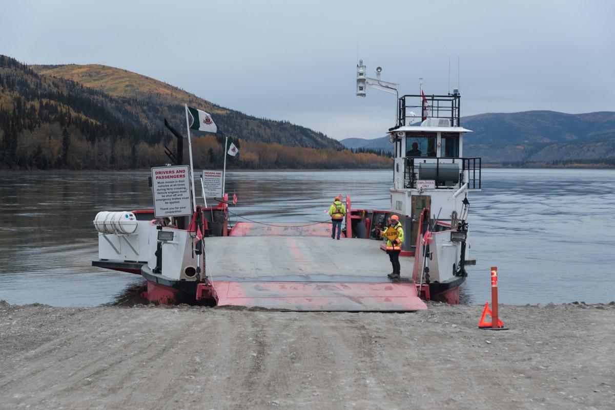 Fähre über den Yukon