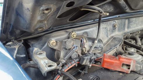 Motorhaube - fehlende Schrauben