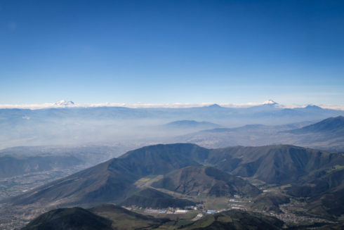 Links Cayambe, Rechts Cotopaxi