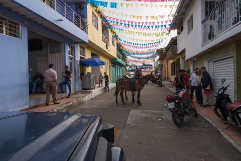Hauptstraße durch das Dorf Loudres