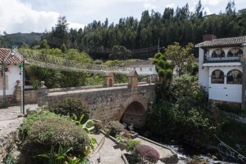 Die Calicanto-Brücke und der Fluss El Morro