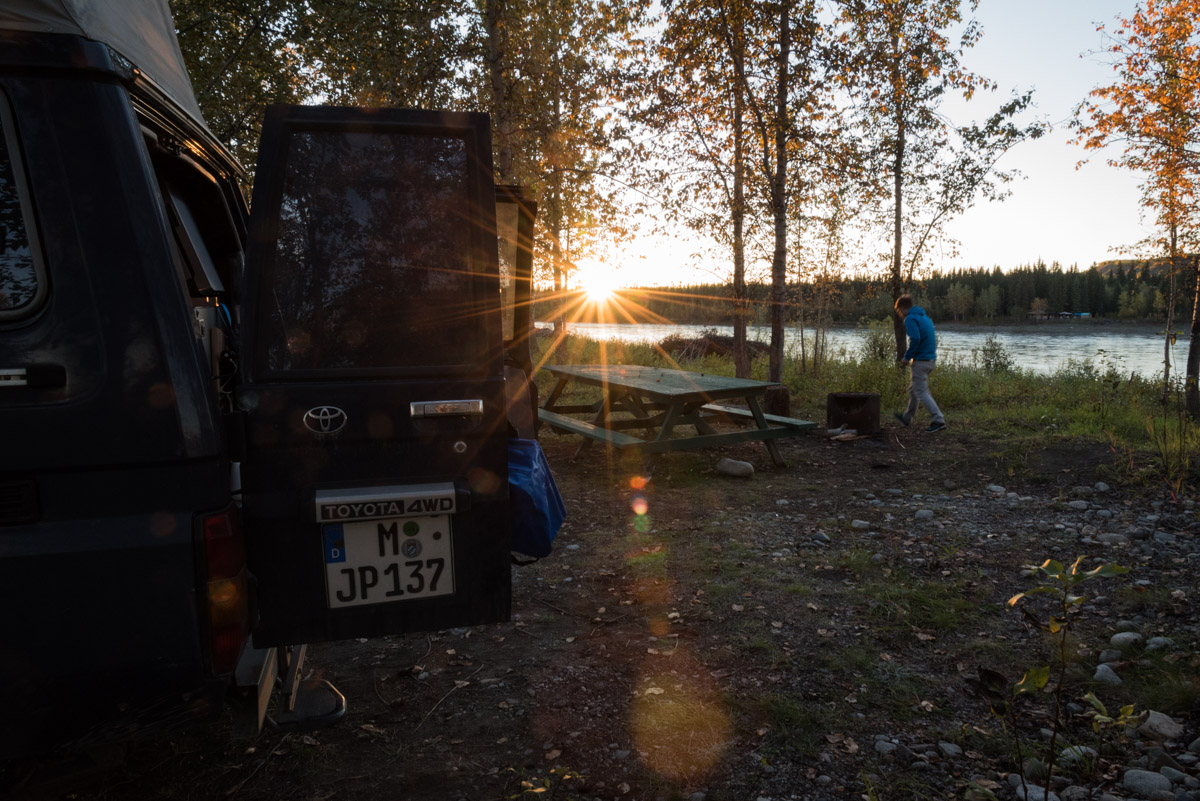 Campen in Pelly Crossing