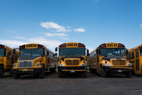 typische Schulbusse